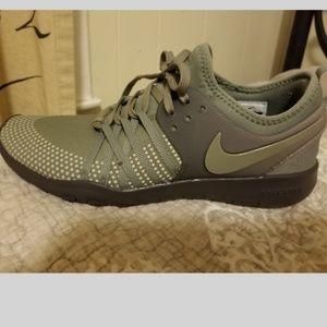 best service 3a64c 614ca Nike free TR7 shield women's training sneaker 8.5